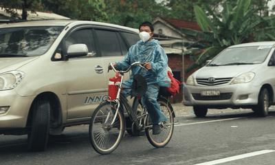 Đi xe đạp từ TP.HCM về quê Hà Giang, người đàn ông được tặng xe máy