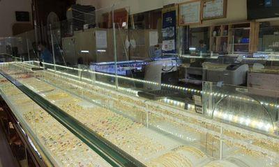 Tin tức pháp luật ngày 10/10:Khám nghiệm hiện trường vụ thanh niên cướp dây chuyền trong tiệm vàng