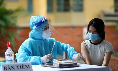 Hình ảnh gần 1.500 học sinh đầu tiên được tiêm vaccine ngừa COVID-19 ở TPHCM