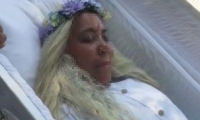 Người phụ nữ tự tổ chức tang lễ giả cho mình, thái độ của người đến viếng mới gây bất ngờ