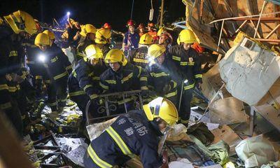 Lốc xoáy kinh hoàng quét qua Trung Quốc, 10 người tử vong