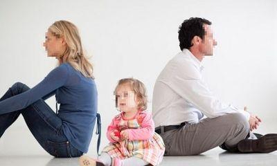 """Cặp vợ chồng không thể ly hôn chỉ vì """"đùn đẩy"""" trách nhiệm nuôi con"""