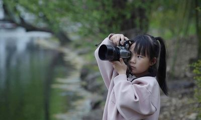 """Nhiếp ảnh gia đường phố 6 tuổi khiến mạng xã hội """"chao đảo"""" vì khả năng chụp ảnh siêu đỉnh"""