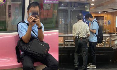 Nhìn vào cửa kính trên tàu, cô gái phát hiện hành động ghê rợn của gã đàn ông, vội báo cảnh sát