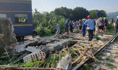 6 toa tàu trôi ngược trên đường ray khiến 1 nam sinh bị thương nặng