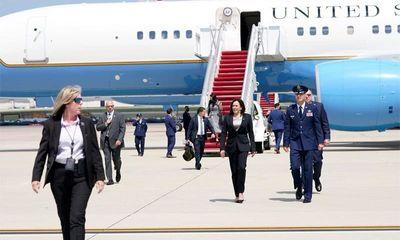Chuyên cơ chở Phó Tổng thống Kamala Harris gặp sự cố kỹ thuật