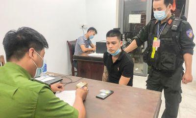 Nam thanh niên tàng trữ chất ma túy định hối lộ cảnh sát