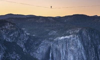 """Tin tức đời sống ngày 23/6: Hai anh em gây """"choáng"""" khi đi dây trên không ở độ cao hơn 480 mét"""