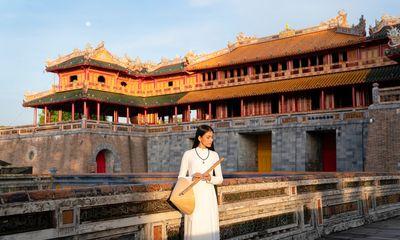 Trương Thị May diện áo dài trắng, khoe vẻ đẹp đằm thắm ở Kinh thành Huế