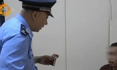 Người đàn ông nhặt bao thuốc lá bên đường, nào ngờ tự đưa mình vào tù