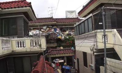"""Cụ ông 75 tuổi tích 150 tấn rác trong nhà làm """"tài sản"""" cho con, lý do phía sau đầy xót xa"""