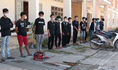 Nhóm 20 thanh thiếu niên mang hung khí tự chế đi giải quyết mâu thuẫn