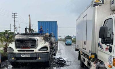 Xe container bốc cháy ngùn ngụt khi đang lưu thông trên quốc lộ 5