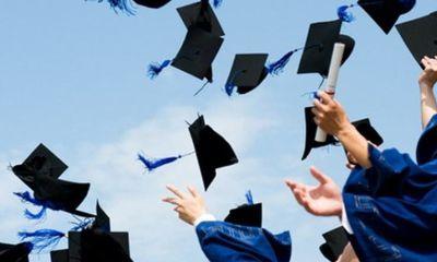 Cô giáo nhắn chúc mừng cả lớp đỗ tốt nghiệp, hành động sau đó khiến các học trò rưng rưng