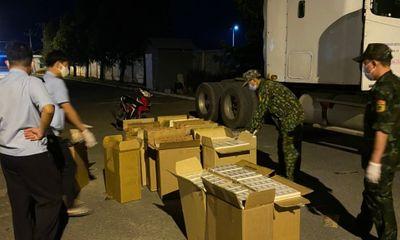 Bắt giữ tài xế xe container chở 10.000 bao thuốc lá nhập lậu