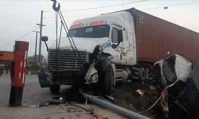 Kinh hoàng hiện trường vụ va chạm giữa xe container và xe tải khiến đôi vợ chồng tử vong