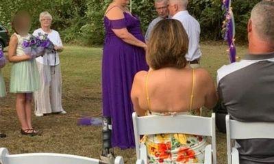 """Chi 7 triệu đặt chiếc bánh cưới con công đẹp hút hồn, cô dâu """"sốc lên sốc xuống"""" khi nhận hàng"""
