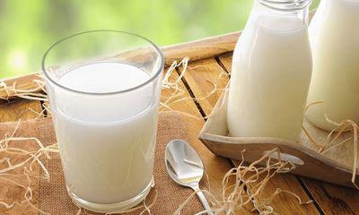 Cậu bé mới 8 tuổi đã có nguy cơ vô sinh, gia đình hối hận vì cho con uống sữa theo cách này