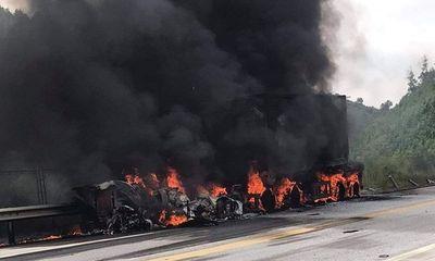 Ô tô đầu kéo bốc cháy dữ dội trên cao tốc, 1 người tử vong