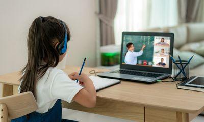 """Con """"quay cuồng"""" với học trực tuyến, cha mẹ làm ngay 5 việc này để giúp trẻ giảm mệt mỏi"""