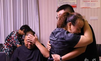 Bố mẹ rong ruổi khắp đất nước tìm con trai mất tích, cái kết sau 24 năm khiến ai nấy rơi lệ