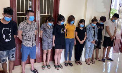 Để quán karaoke hoạt động, chủ tịch xã ở Thanh Hóa bị tạm đình chỉ công tác