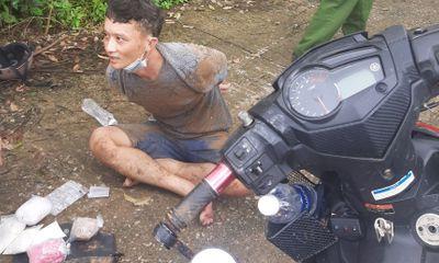 Lâm Đồng: Hàng chục công an vay bắt 2 thanh niên chở gần 1kg ma túy