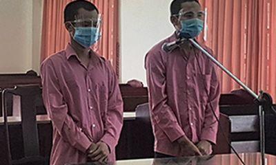 Tông rào chắn, đánh người trực chốt để đi mua mồi nhậu, 2 thanh niên lãnh án tù