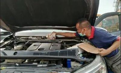 """Chồng lén giấu quỹ đen trong mui xe ô tô, 6 tháng sau kiểm tra lại liền """"khóc không ra nước mắt"""""""