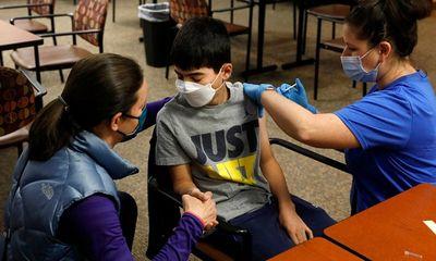 Trẻ em có thể xuất hiện những phản ứng phụ nào khi tiêm vaccine ngừa COVID-19?