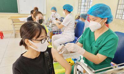 Hà Nội xây dựng kế hoạch tiêm vaccine ngừa COVID-19 mũi 3, mũi 4 cho người trên 18 tuổi