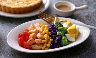 Món salad cầu vồng vừa đẹp mắt lại nhanh gọn, đặc biệt còn giúp chị em giữ vóc dáng thon gọn