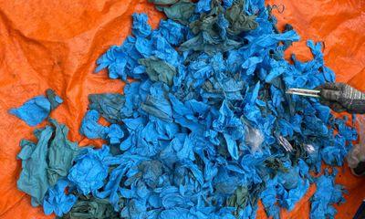 Phát hiện gần 15 tấn găng tay phế thải nhập khẩu từ Trung Quốc