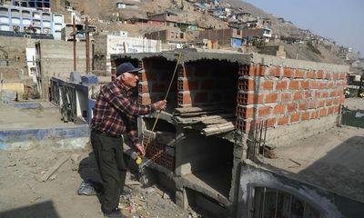 Peru: Người dân vất vả tìm đất chôn thân nhân đã mất giữa đại dịch COVID-19