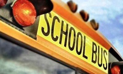 Bé gái 10 tuổi đeo khẩu trang sai cách, cách tài xế xe buýt hành xử gây phẫn nộ