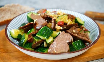 Tận dụng tim heo làm ngay món salad chống ngấy cho ngày hè nóng nực