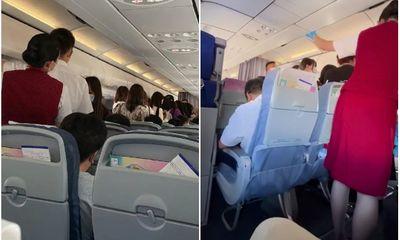 Fan cuồng nhóm nhạc Trung Quốc gây náo loạn trên máy bay vì thần tượng
