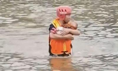 Người phụ nữ ôm con nhảy sông rồi được giải cứu nhưng có hành động gây căm phẫn