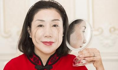 Người phụ nữ có bộ lông mi dài nhất thế giới, tự phá kỷ lục của chính mình