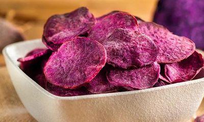 Có ngay snack khoai lang tím giòn rụm lại không dầu mỡ chỉ với ít phút vào bếp