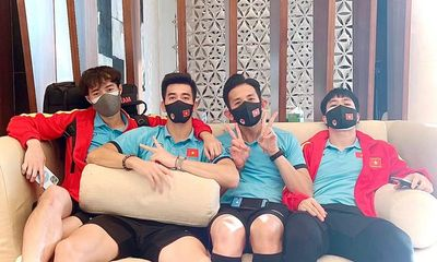 Dàn cầu thủ tuyển Việt Nam hào hứng khoe ảnh tại khu cách ly sau khi về nước