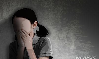 Con gái phát hiện nhà có mùi lạ, bà mẹ vội hành động lén lút trước khi tội ác khó dung thứ bị vạch trần