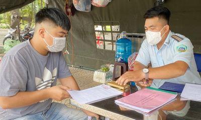TP.HCM: Cầm phiếu hết hạn nhiều ngày đi chợ, nam thanh niên bị xử phạt 2 triệu đồng