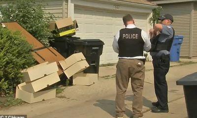 Nhìn thấy ngăn kéo bên đường đang định nhặt về, người phụ nữ run rẩy vội báo cảnh sát vì thứ bên trong