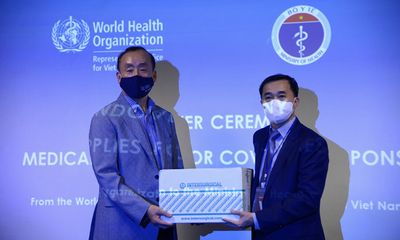 WHO bàn giao lô hàng vật tư y tế trị giá 9,4 tỷ đồng cho Việt Nam