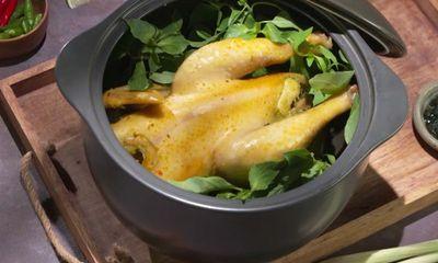 Cách làm gà hấp lá é thơm ngọt hấp dẫn