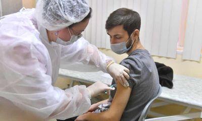 Người bị bệnh ung thư có nên tiêm phòng vaccine COVID-19?