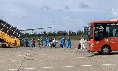 Thừa Thiên - Huế đón 149 thai phụ về quê tránh dịch COVID-19 bằng máy bay