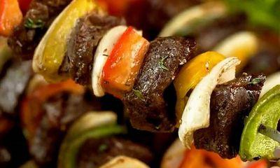 Cách làm bò lúc lắc nướng rau củ mềm thơm lại đậm đà hương vị