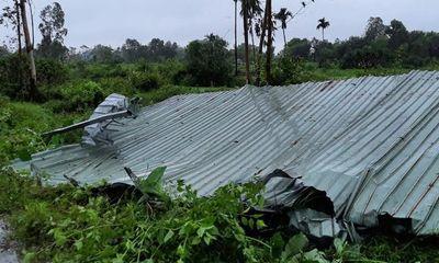 Lốc xoáy khiến hàng chục nhà dân ở Đà Nẵng bị tốc mái